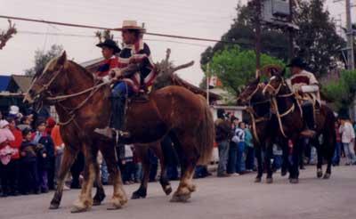 Huasos en desfile